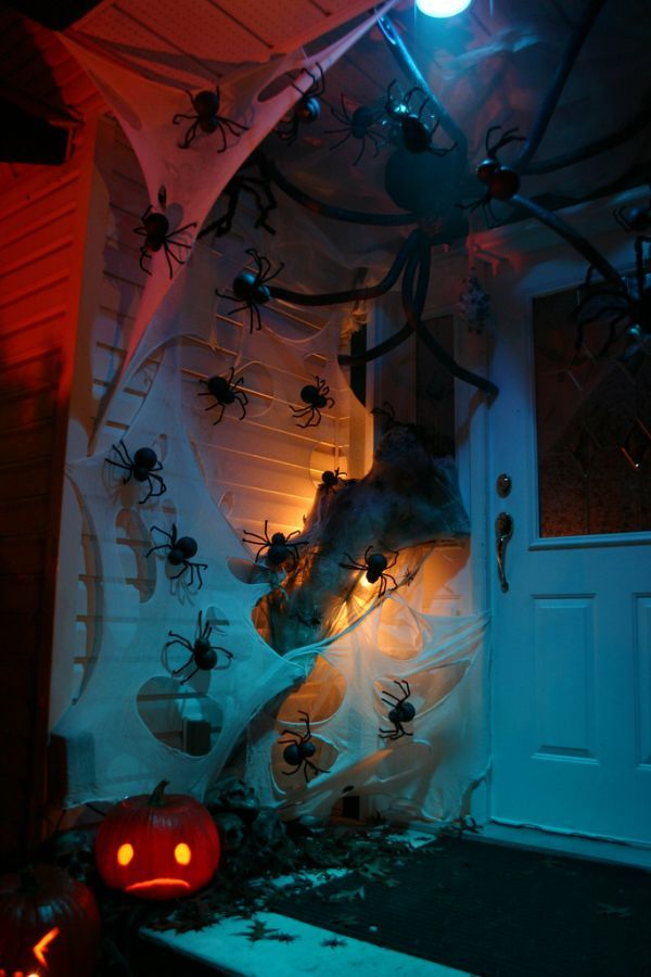 halloween door decor 1