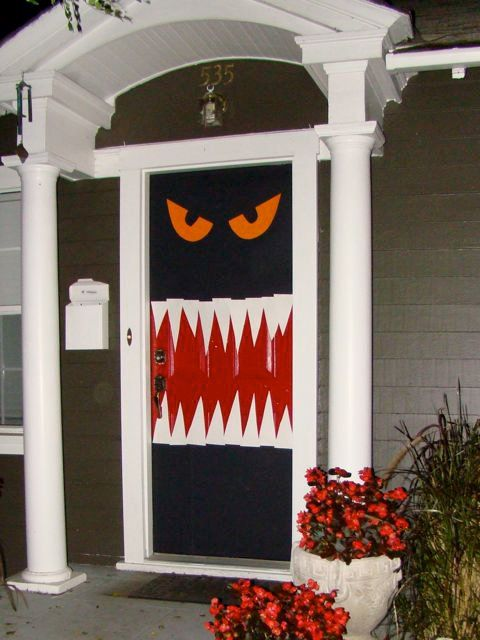 halloween door decor 4