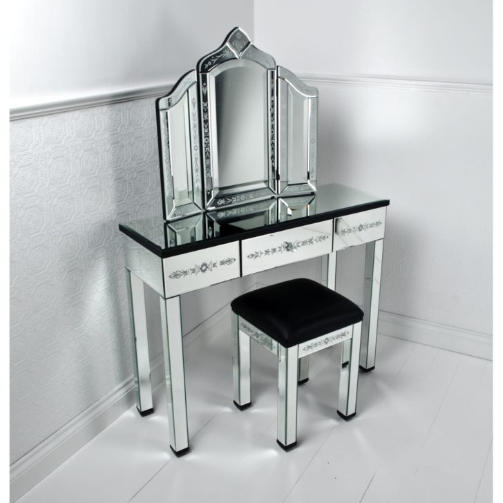 Mirrored Furniture Bedroom: Black Mirrored Glass Bedroom Furniture