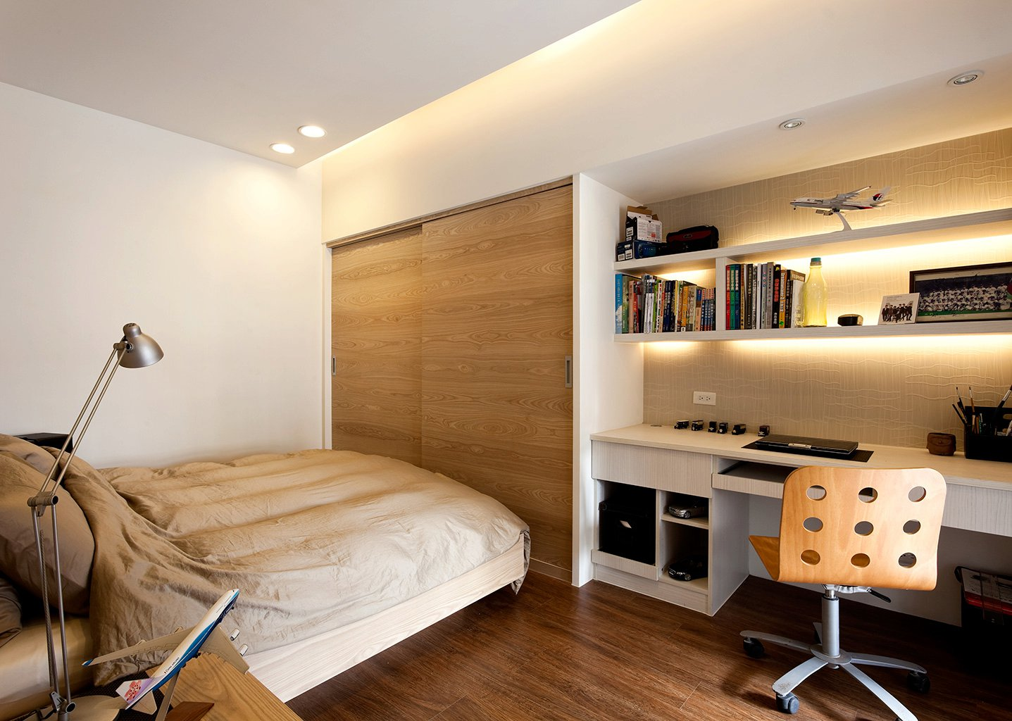 compact-bedroom-furniture-designs-photo-8
