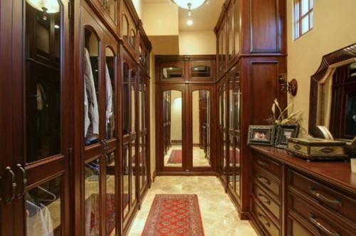 Huge-walk-in-closet-house-plans-photo-9