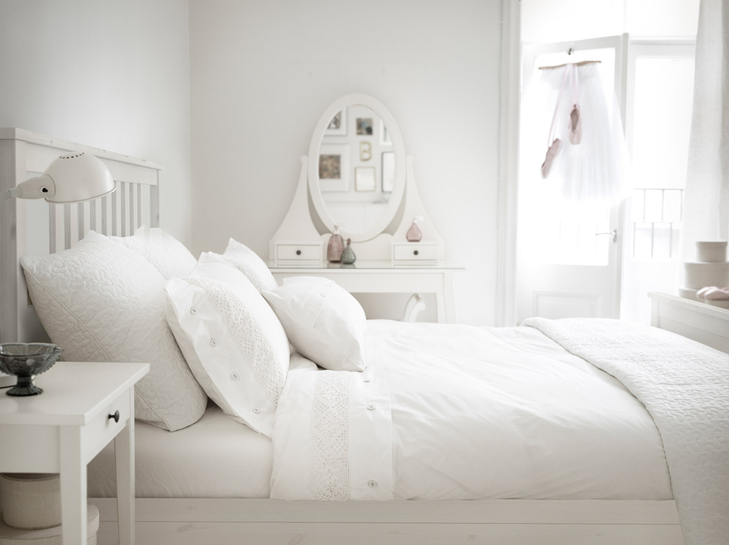 ikea-white-hemnes-bedroom-furniture-photo-12