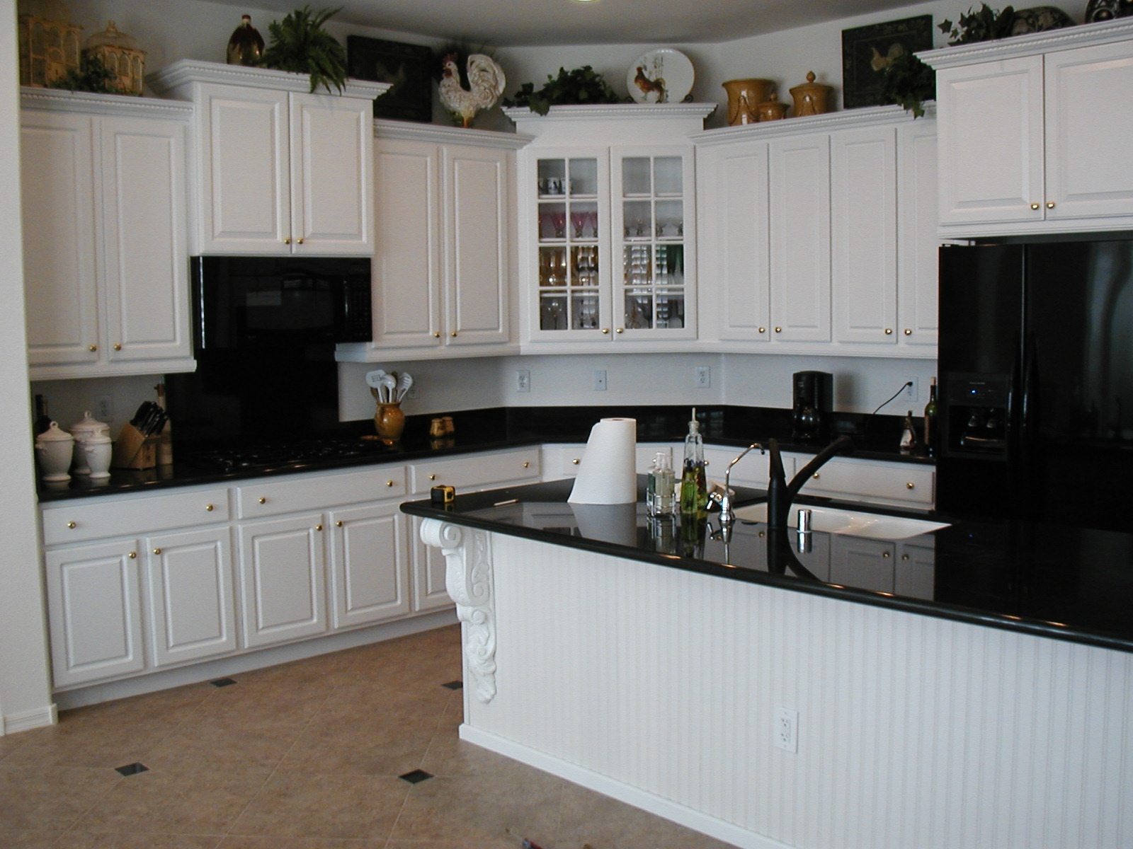 kitchen-white-cabinets-dark-countertops-photo-10