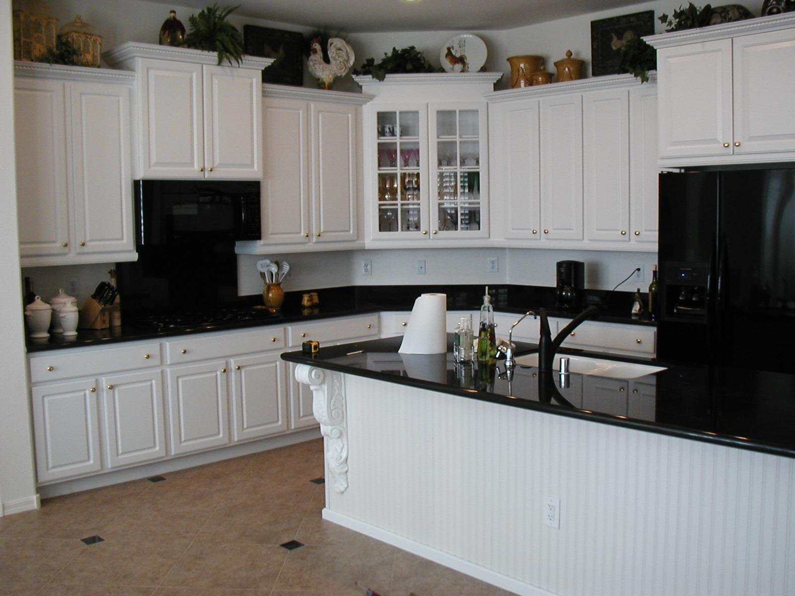 kitchen-white-cabinets-dark-countertops-photo-10