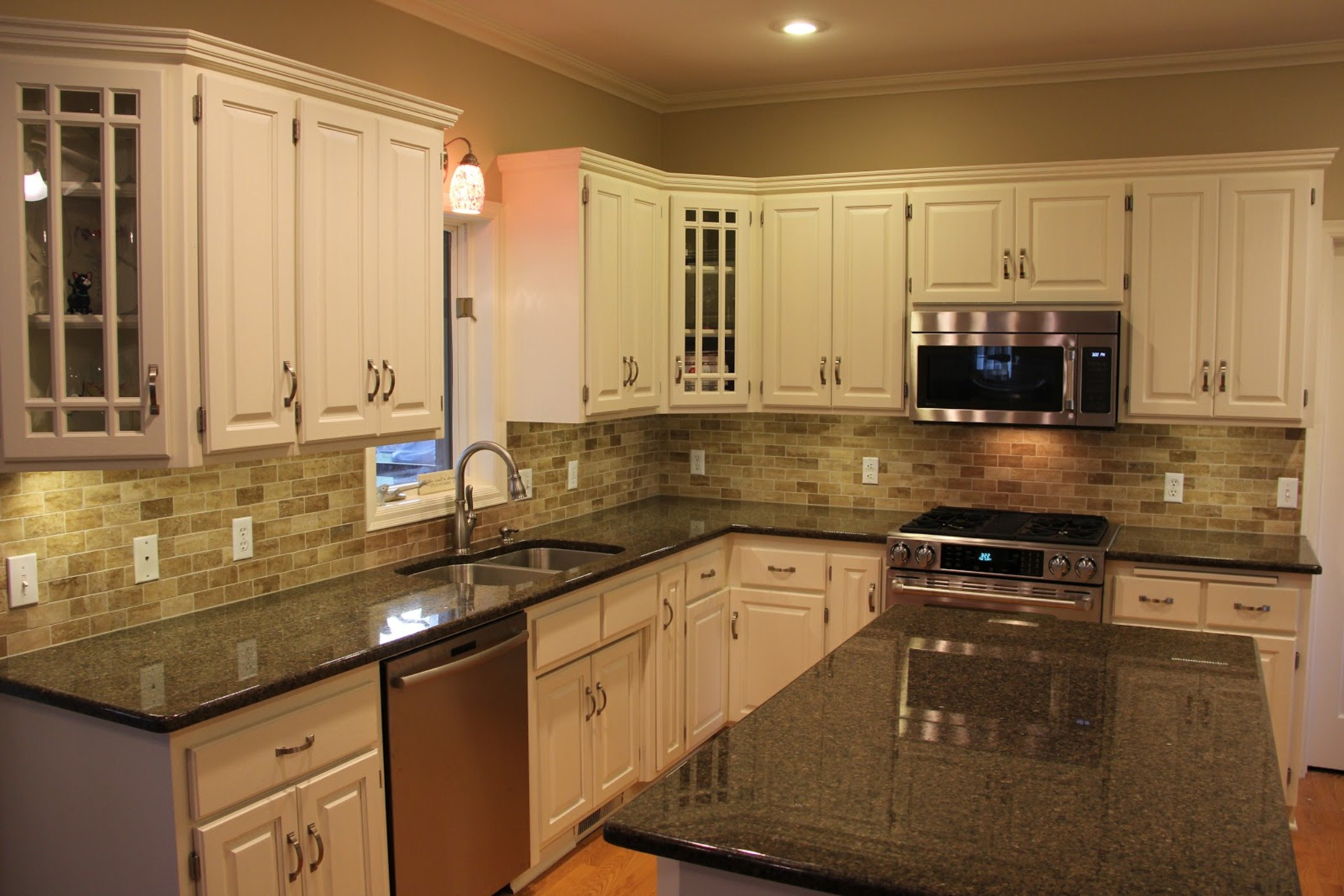 kitchen-white-cabinets-dark-countertops-photo-13