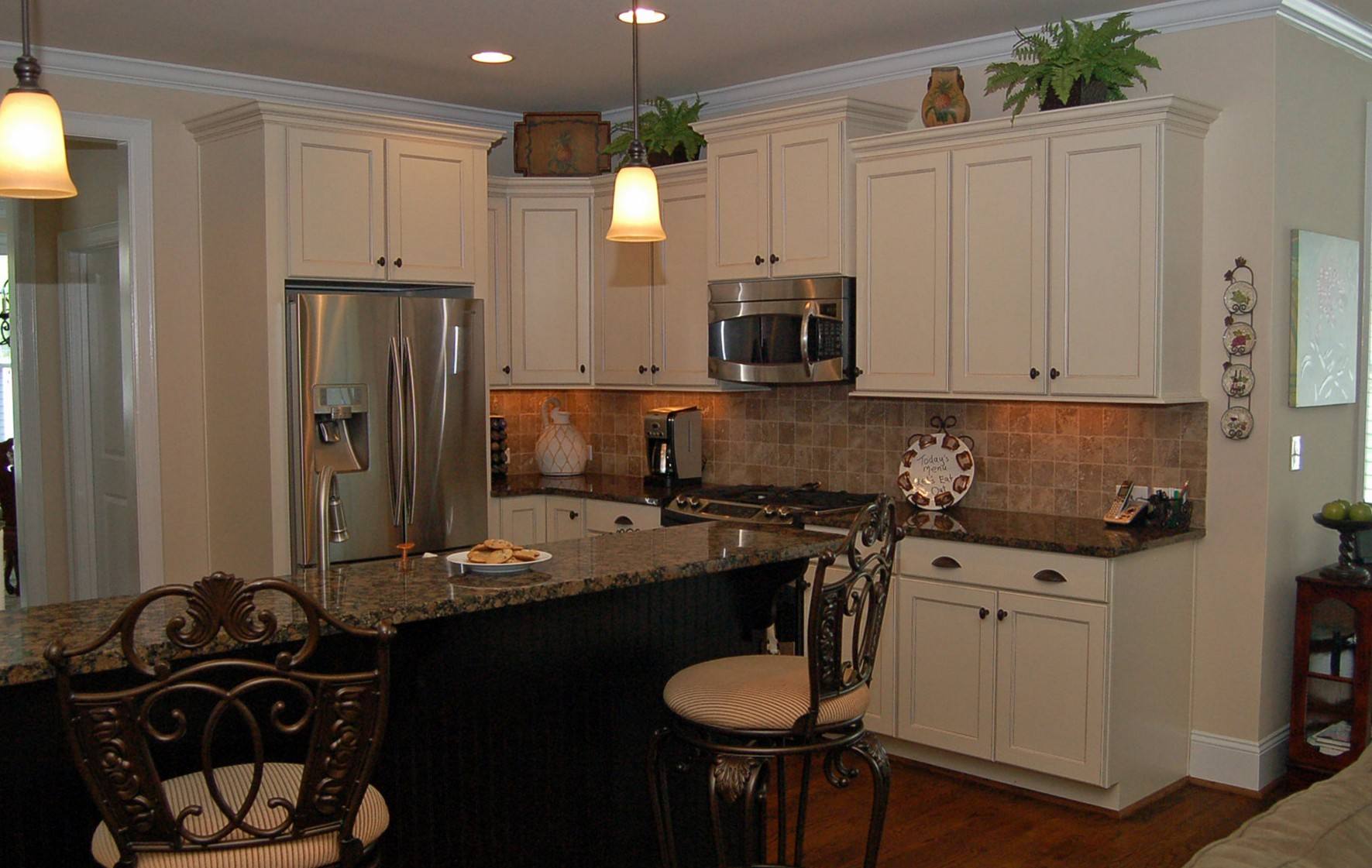 kitchen-white-cabinets-dark-countertops-photo-16