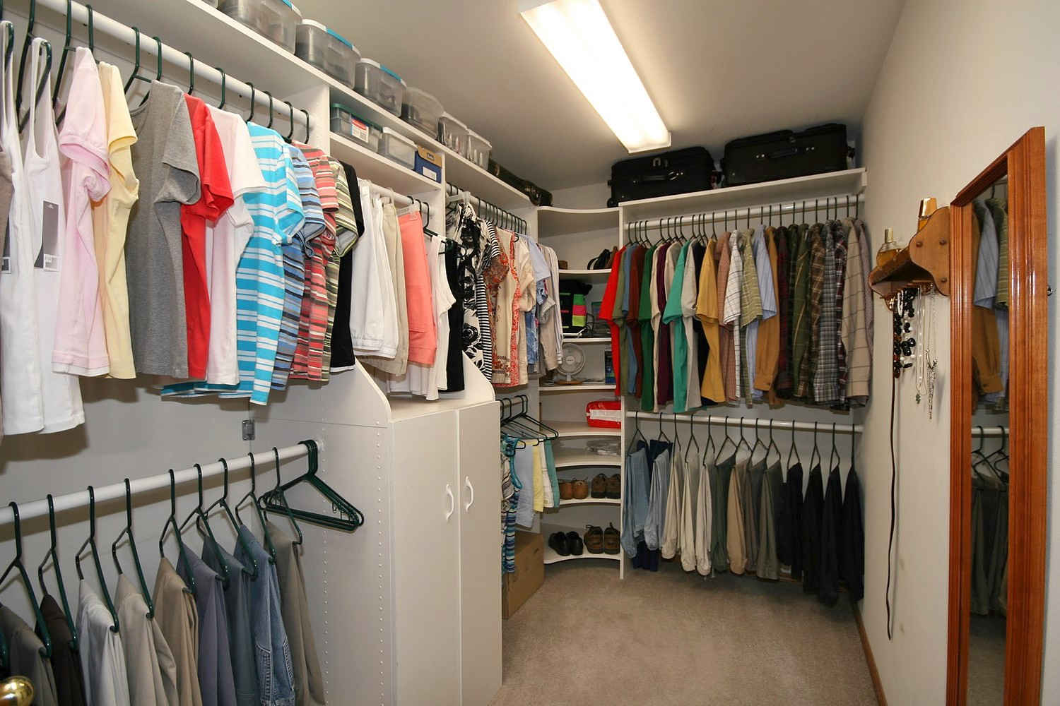 large-walk-in-closet-design-photo-15