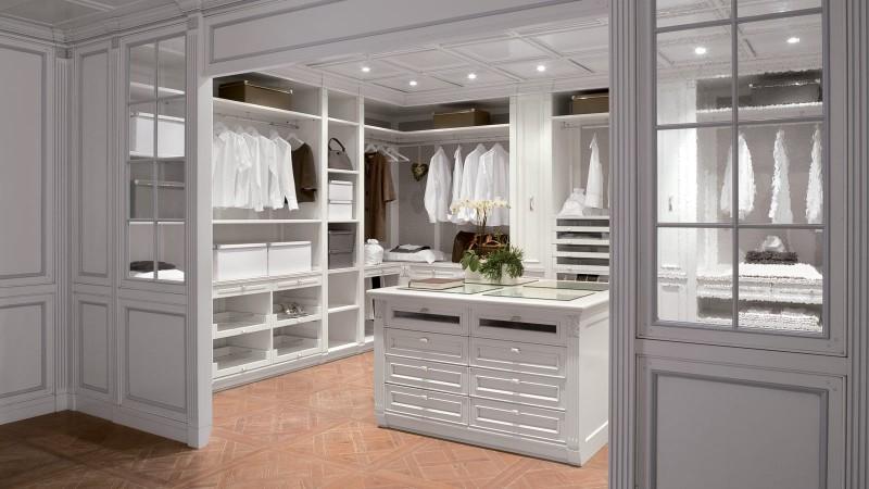 Large Walk In Closet Design Photo 8