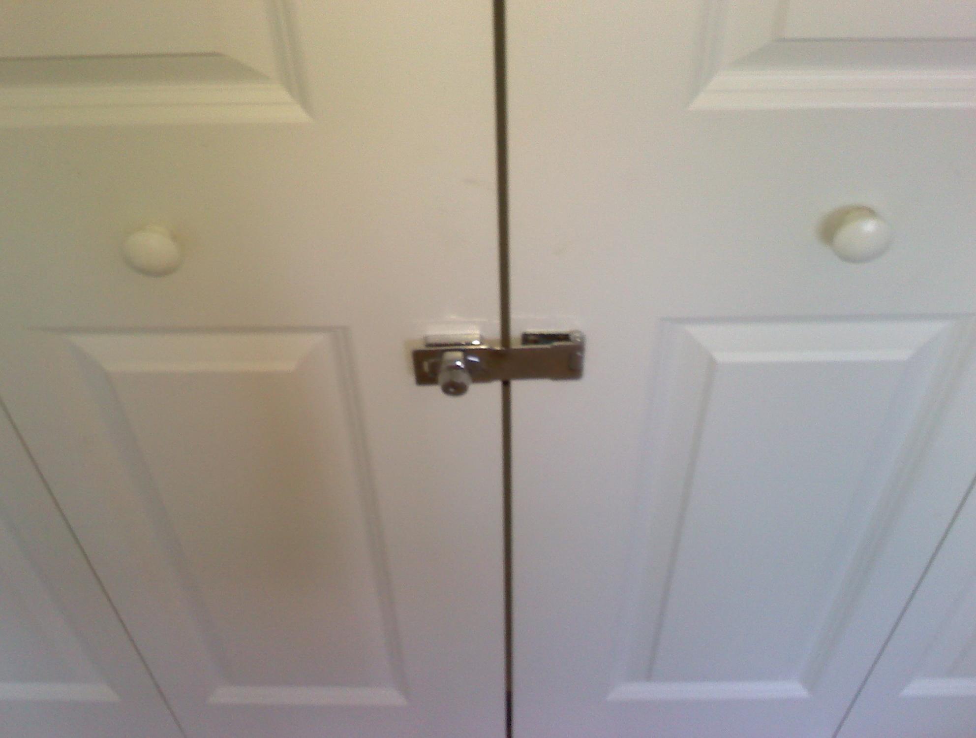 closet door lock with key
