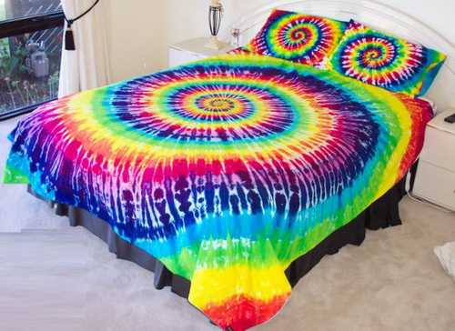 Rainbow-tie-dye-bedding-photo-4