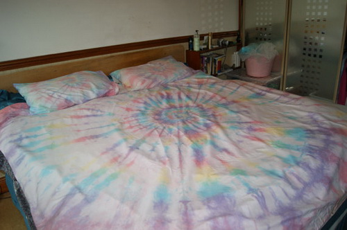 Rainbow-tie-dye-bedding-photo-6