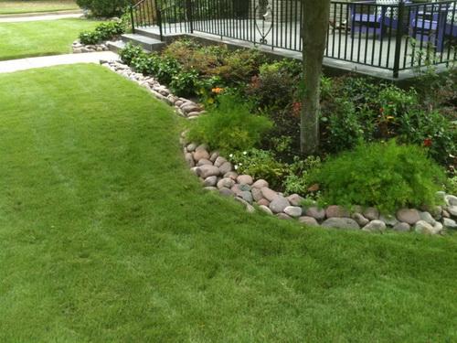 River-rock-garden-edging-ideas-photo-5