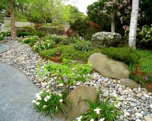 River-rock-garden-edging-ideas-photo-8