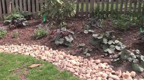 River-rock-garden-edging-ideas-photo-9