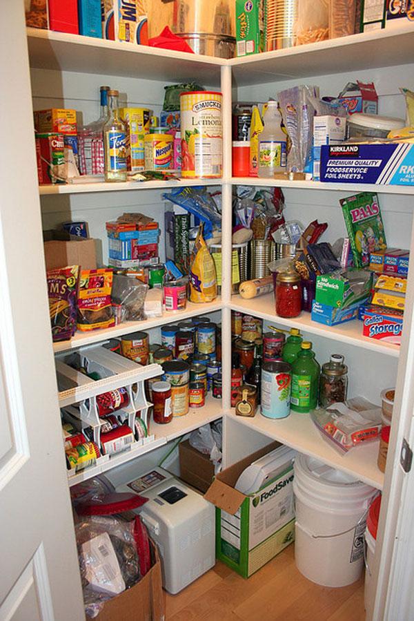 small-kitchen-open-pantry-photo-10