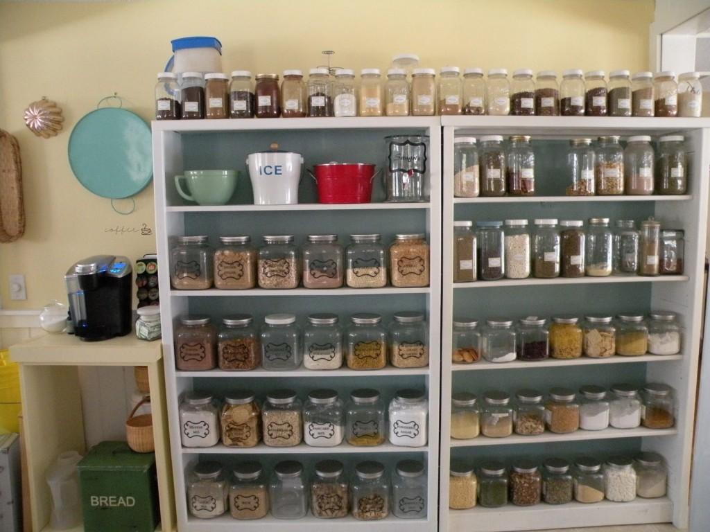 small-kitchen-open-pantry-photo-17