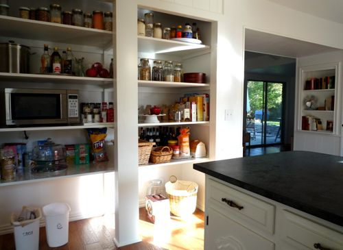 small-kitchen-open-pantry-photo-8