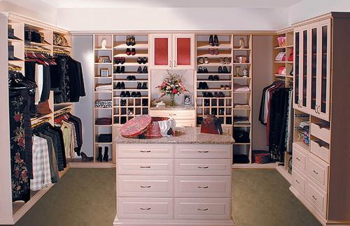 Small-walk-in-closet-design-layout-photo-6