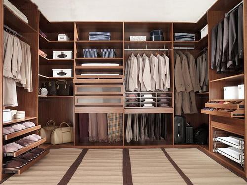 Small-walk-in-closet-design-layout-photo-9