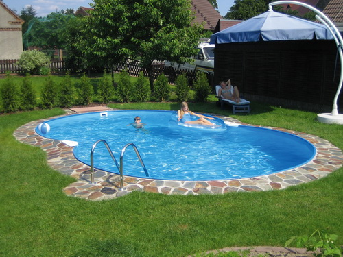 Swimming-pool-backyard-photo-10