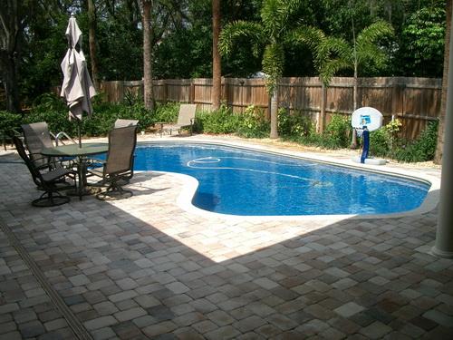 Swimming-pool-backyard-photo-12