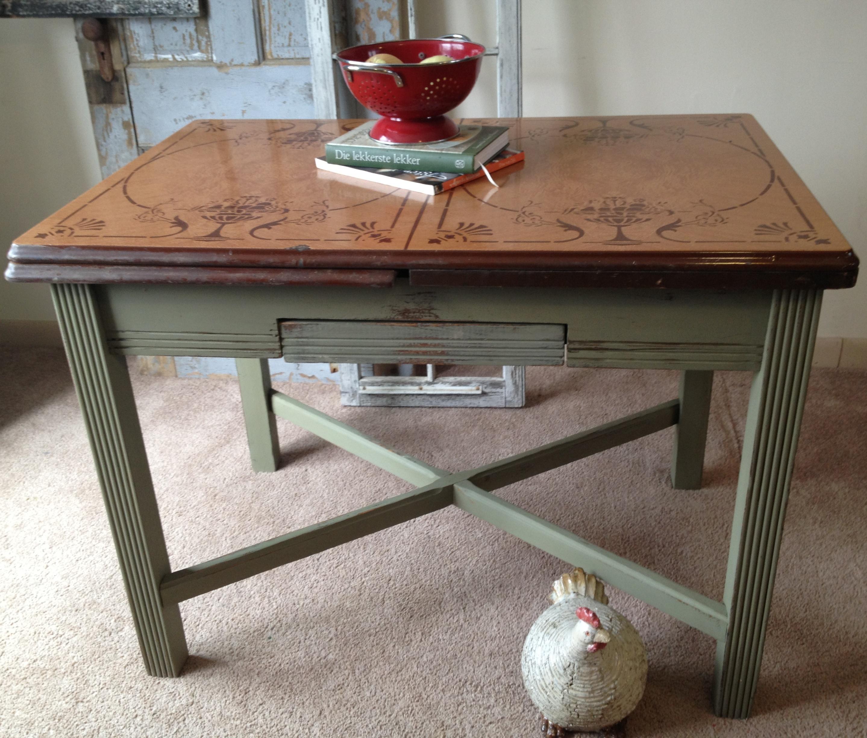 vintage-porcelain-kitchen-tables-photo-1