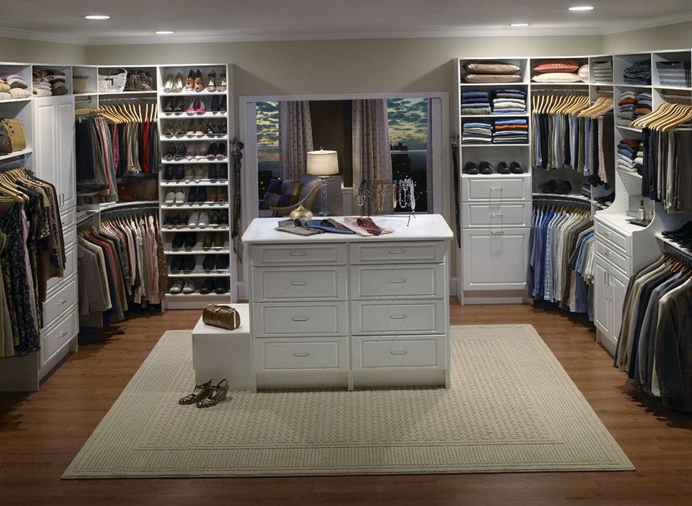 building a walk in closet in master bedroom