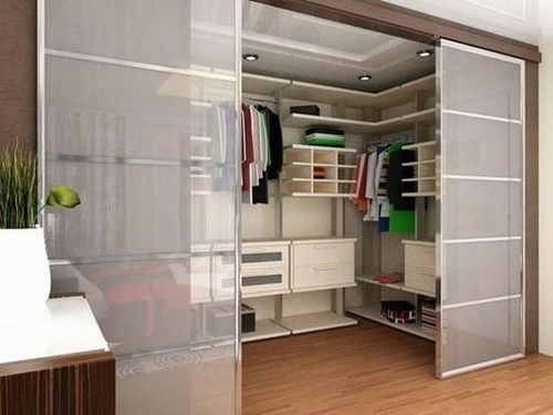 Walk-in-closet-designs-for-a-master-bedroom-photo-7