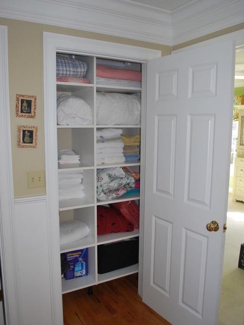 walk-in-linen-closet-design-photo-10