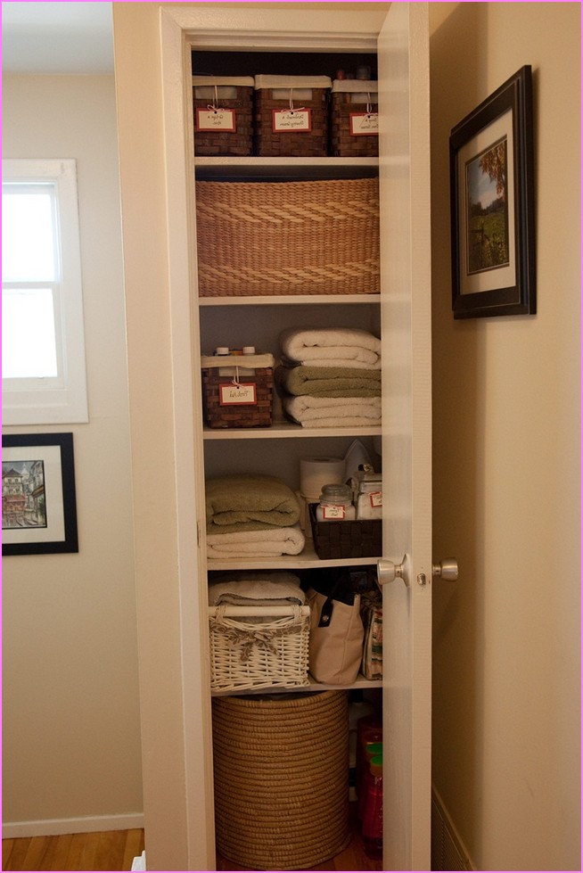 walk-in-linen-closet-design-photo-12