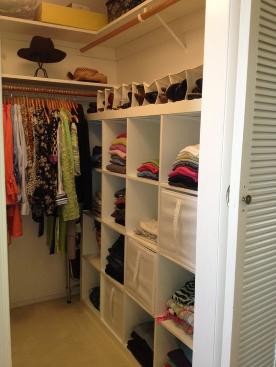 walk-in-linen-closet-design-photo-15