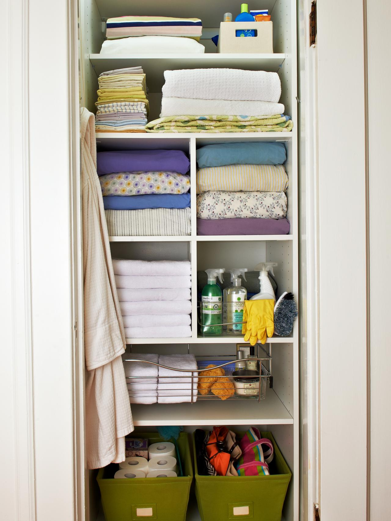 walk-in-linen-closet-design-photo-9