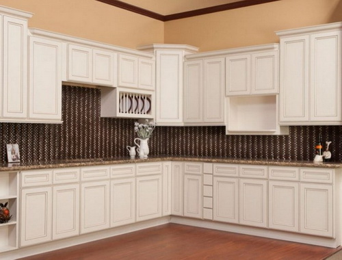 White-kitchen-cabinets-from-lowes-photo-11