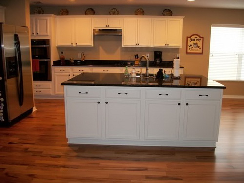 White-kitchen-cabinets-from-lowes-photo-14