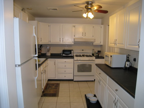 White-kitchen-cabinets-from-lowes-photo-6