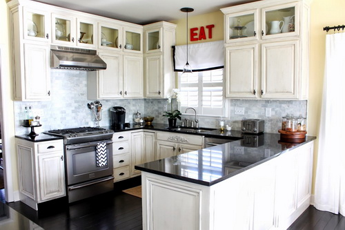White-kitchen-cabinets-from-lowes-photo-7