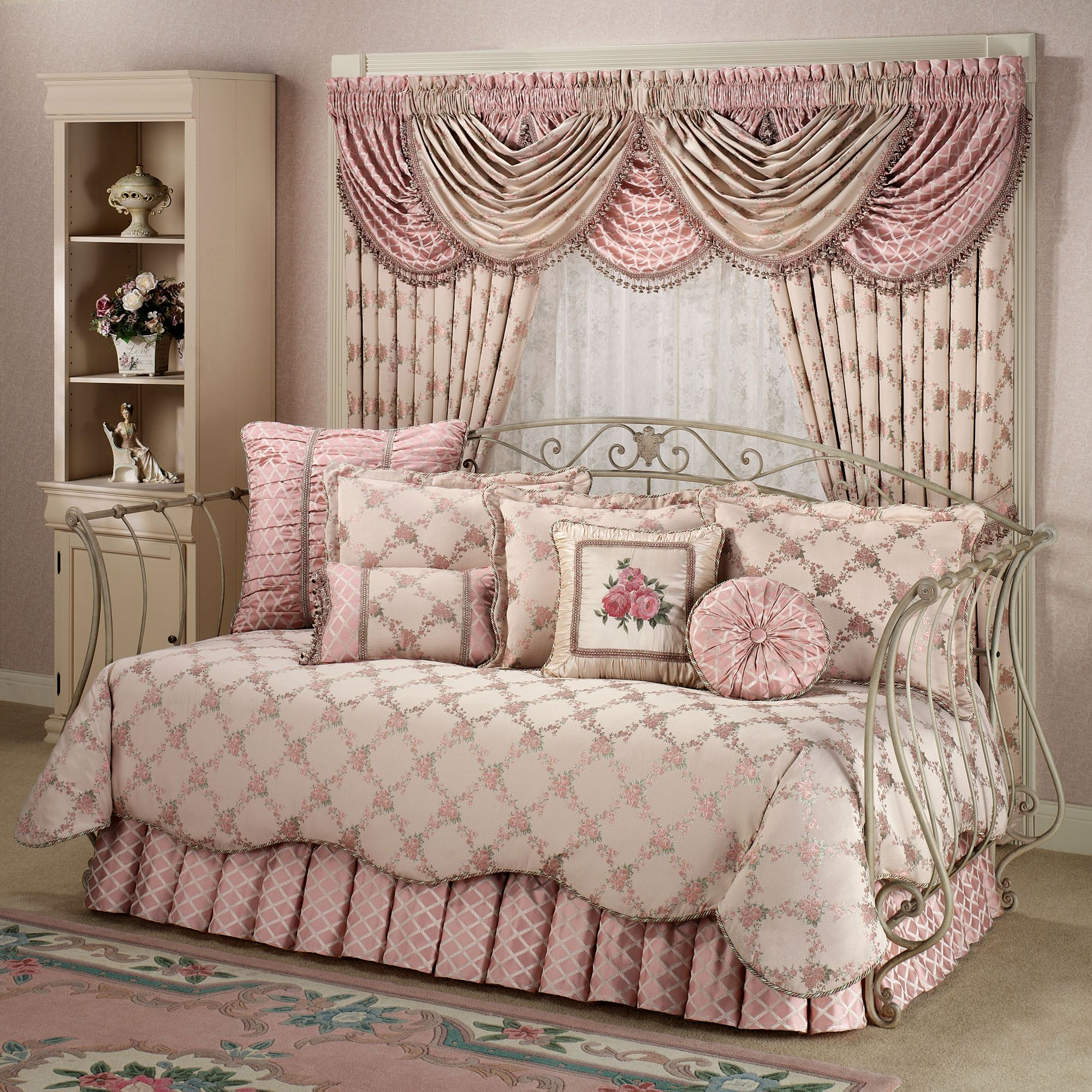 Clearance Bedroom Sets: Daybed Bedding Sets Clearance