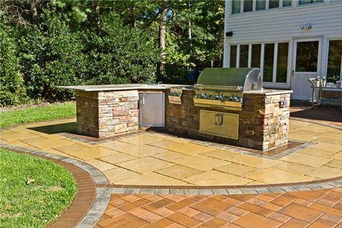 L shaped outdoor kitchen plans with an extra space for dining area