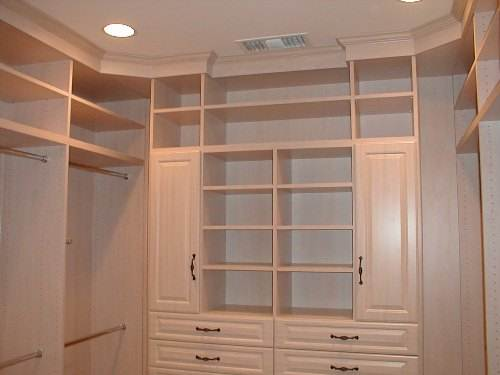 Walk in closet construction plans – home décor functionality and style in one