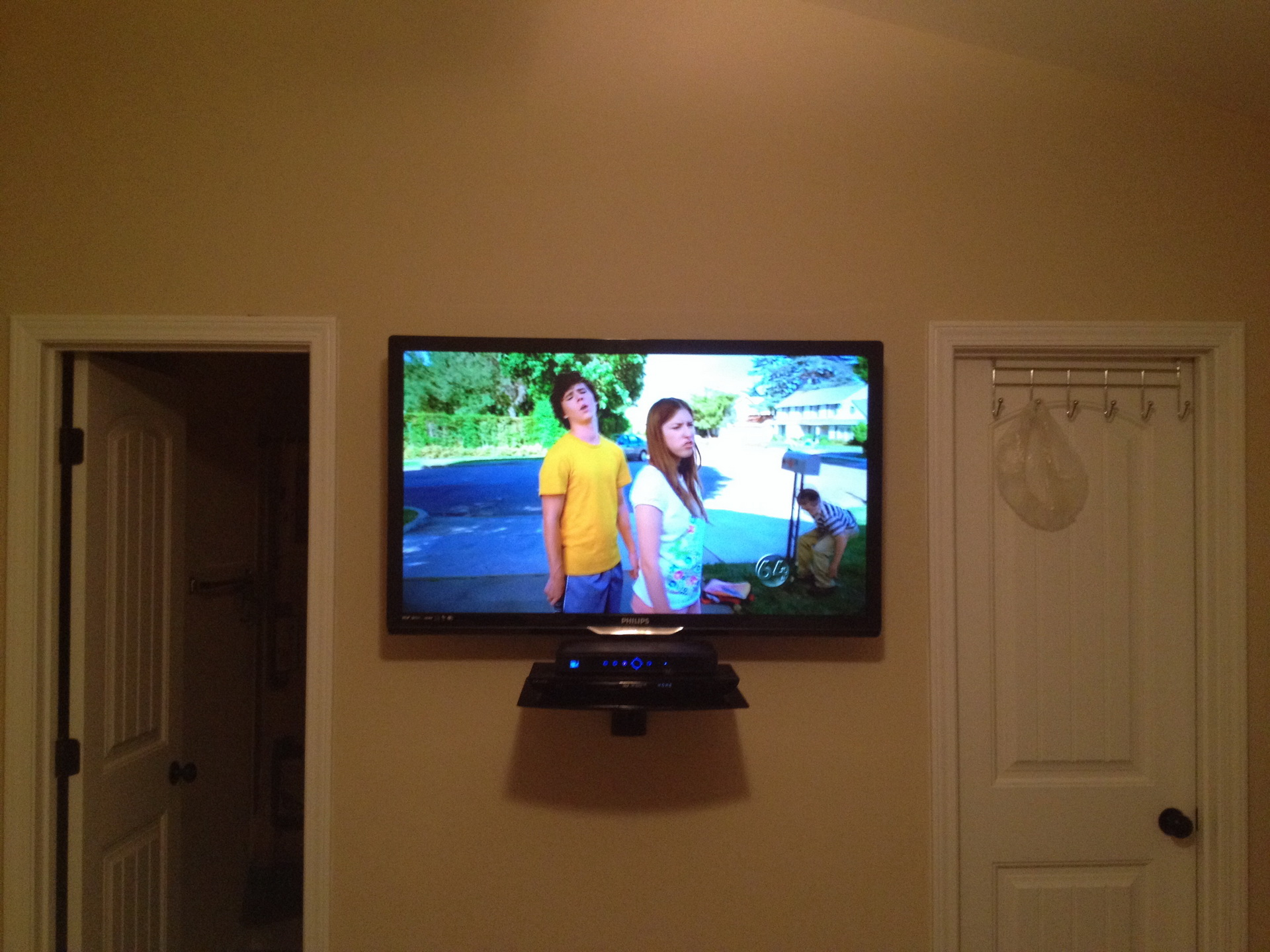 Wall mounted shelves for dvd player add balance - Wall mounted shelving ideas ...