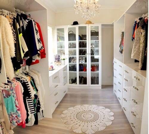 huge-walk-in-closet-home-photo-13