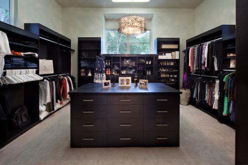 huge-walk-in-closet-home-photo-17