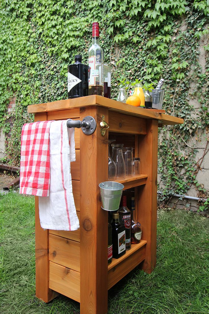 Portable outdoor bar designs makes a perfect addition ... on Small Backyard Bar Ideas id=56519