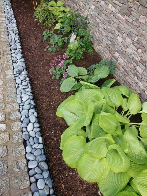 river-rock-garden-edging-photo-15