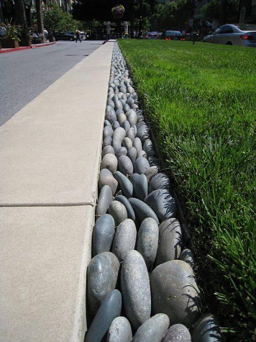 river-rock-garden-edging-photo-16