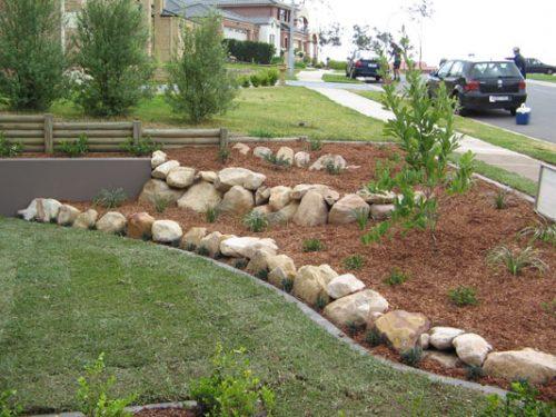 river-rock-garden-edging-photo-17