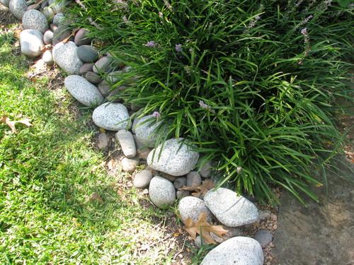 river-rock-garden-edging-photo-20