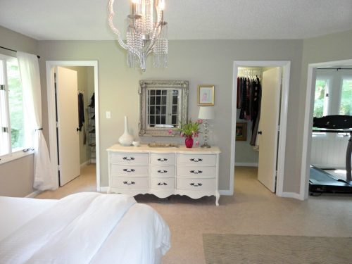 walk-in-closet-designs-for-a-master-bedroom-photo-16