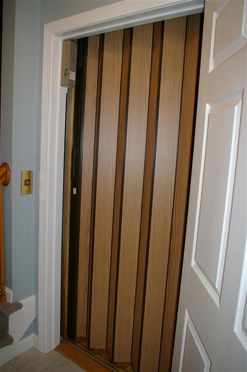 accordion closed door photo - 1