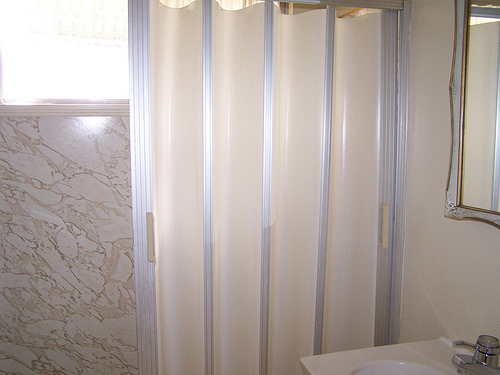 accordion shower door photo - 1